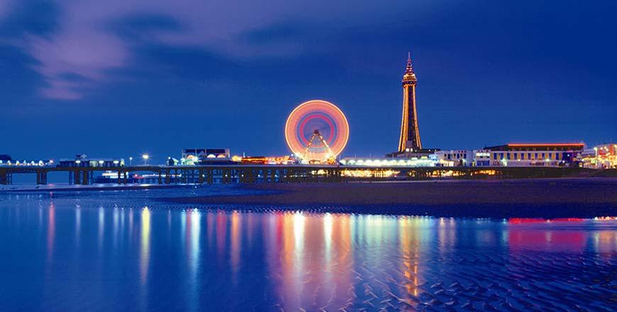 Blackpool Illuminations lichtfestival met kermis op pier