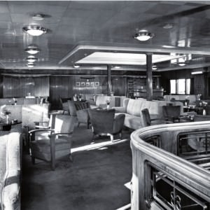 Een kijkje in de lounge van de ferry Koningin Emma