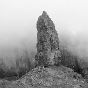 Rots in de bergen van eiland Skye.
