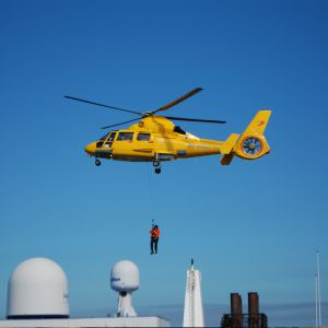 Stena Hollandica oefening – hoisten brandweerteam met helikopter bovendek