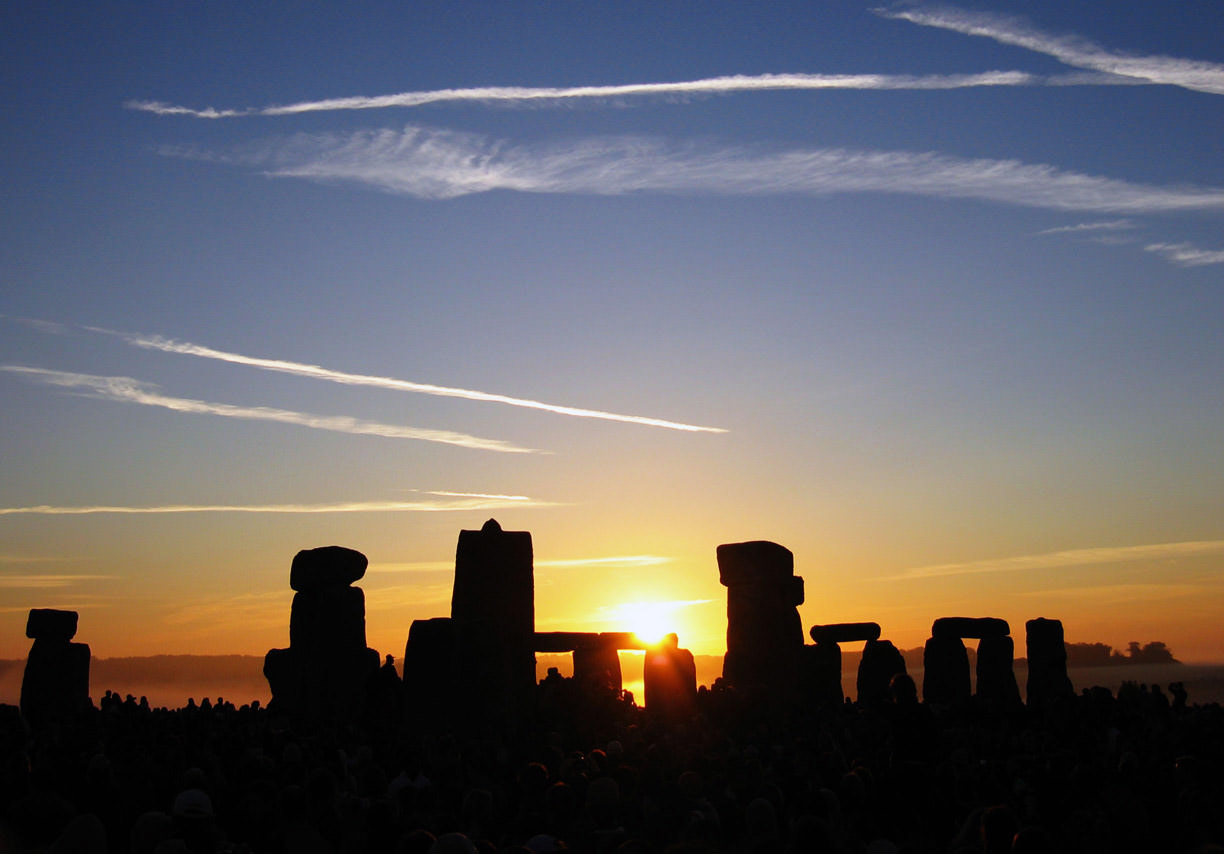 Summer Solstice Sunrise over Stonehenge 2005 by Andrew Dunn. License: CC-BY-SA 3.0