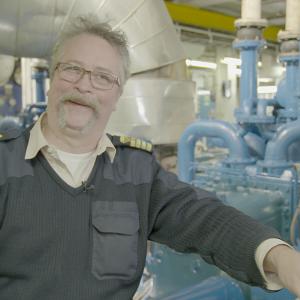 First engineer Thomas Ståhle in de machinekamer