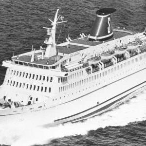 Stena Olympica op zee vanaf het voorsteven
