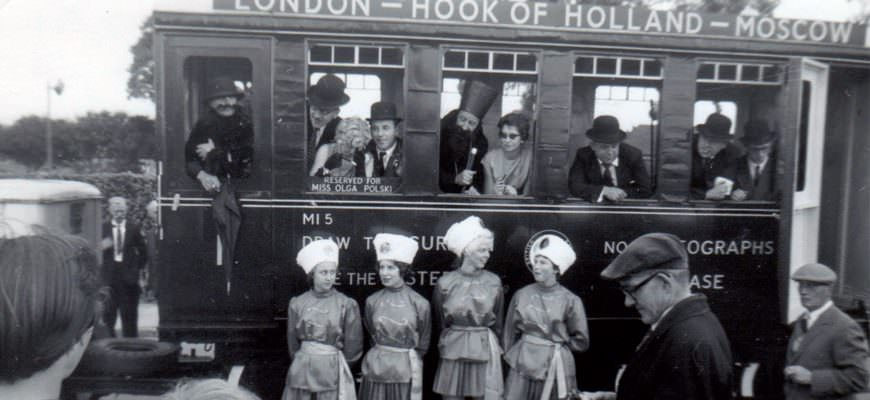 Zomercarnaval in Harwich 1960. Credit dhr Brown