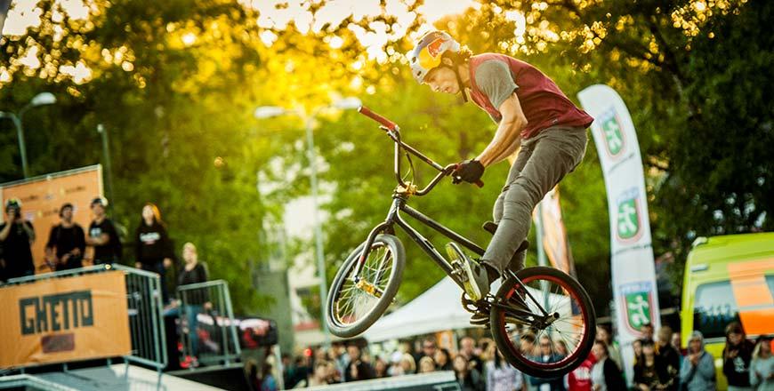 BMXer tijdens Ghetto Spelen Ventspils