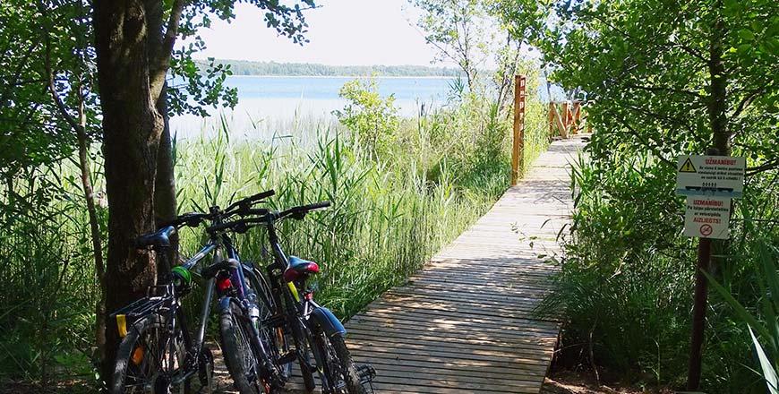 Natuurpad langs het Būšnieku Lake